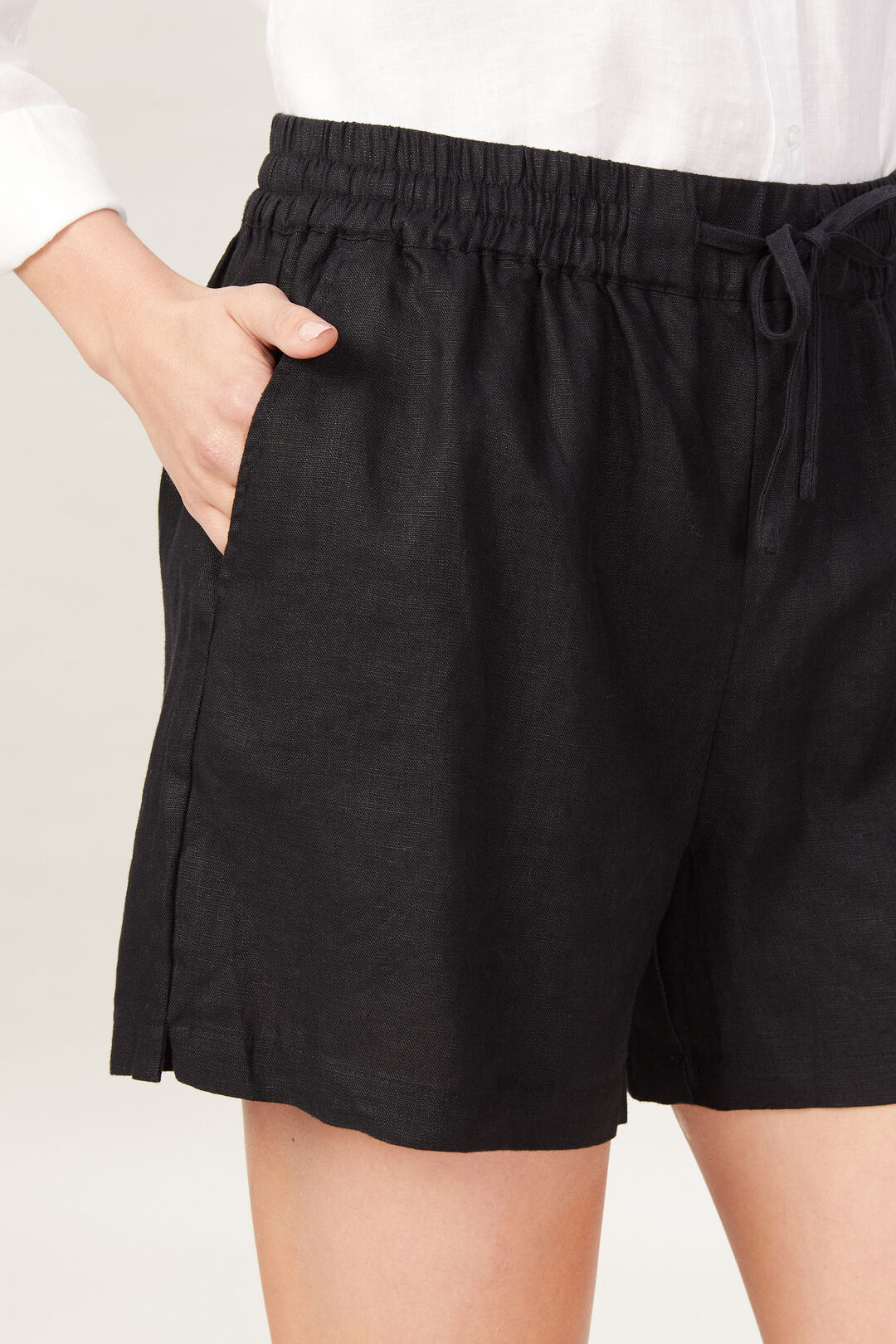 FRENCH LINEN RELAXED SHORT  BLACK  hi-res